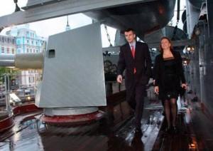 Прохоров ведет  своих...по крейсеру