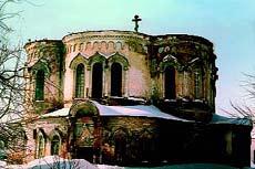 В таком виде (начала внешней реставрации), я увидел в марте 2004г. Скорбящинскую церковь.